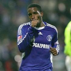 Bundesliga: Schalke vence 1 – 0 al Friburgo con gol de Farfán
