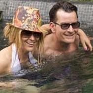 Charlie Sheen y ex esposa Brooke Mueller se relajan felices en México