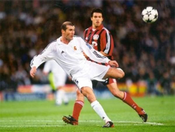 Zinedine Zidane decepcionado por la derrota del Real Madrid