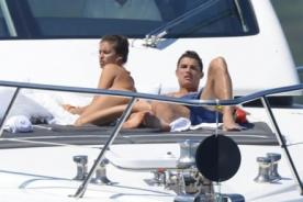 Cristiano Ronaldo e Irina Shayk pasan sus vacaciones en yate - Video
