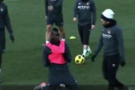 Video: Balotelli celebra gol en la cara de Carlos Tévez - Premier League
