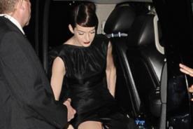 Anne Hathaway asiste a premiere de 'Los Miserables' sin ropa interior