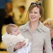 Nicole Kidman se lució con sus hijas en aeropuerto de Australia