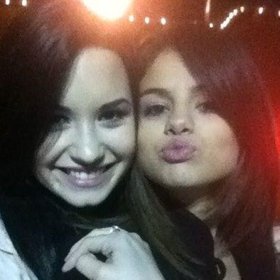 Selena Gomez contará cómo conoció a Demi Lovato en próximo especial