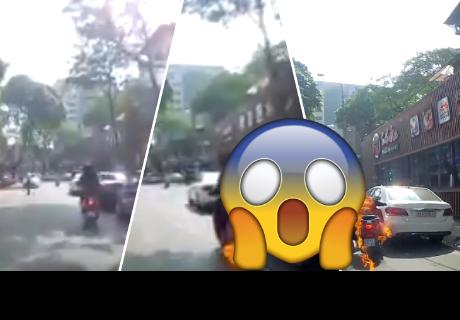 Pareja pasa el susto de su vida cuando la moto que conducían explotó en plena vía pública