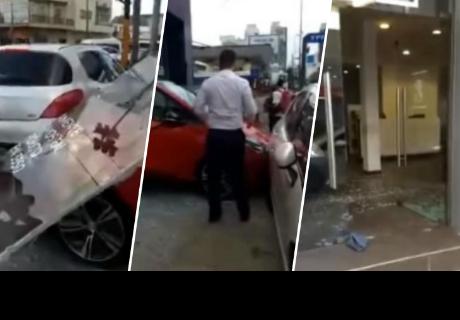 Fue a una tienda de autos, pidió encender uno y terminó protagonizando terrible accidente