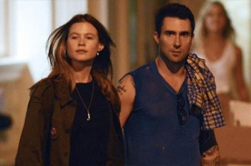 Adam Levine se luce de la mano con su nueva pareja en Nueva York