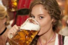 Estudio: Un trago de cerveza activa la 'hormona del placer'