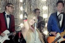 Avirl Lavigne lanza videoclip de 'Here's To Never Growing Up'