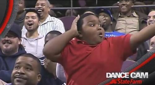 Niño protagoniza inolvidable 'Dance Cam' y realiza duelo de baile - VIDEO