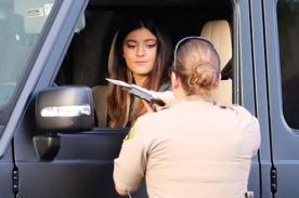 Kylie Jenner es multada por manejar a exceso de velocidad