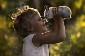 La bella amistad entre niños y animales retrata por fotógrafa rusa - FOTOS