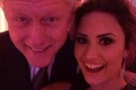 Demi Lovato se sacó un 'selfie' con Bill Clinton tras recibir premio