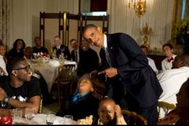 Obama sube graciosa fotografía a Twitter promocionando su plan de salud
