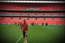 ¿Jugará? Cristian Benavente entrenó en el estadio de Wembley