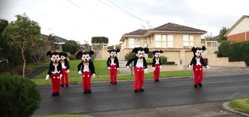 Estados Unidos: Hombre hizo propuesta de matrimonio disfrazado de Mickey Mouse