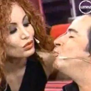 Carlos Carlín besó a Jeanet Barboza en La Noche es Mía