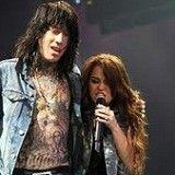 Miley Cyrus y su hermano ofrecen prendas en edición limitada para recaudar dinero para la caridad