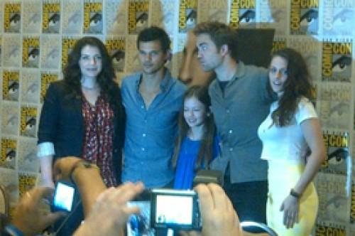 Fotos: Kristen Stewart y Robert Pattinson asisten al Comic Con 2012