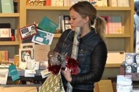 Hilary Duff se alista para celebrar Navidad con su primogénito