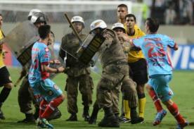 Copa Libertadores: Jugadores del Arsenal agreden a la policía - Video