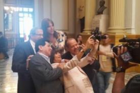 Congresistas de la República se realizan singular 'selfie' - Foto