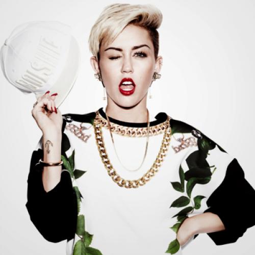 Miley Cyrus fuma marihuana durante concierto en Miami