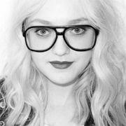 Dakota Fanning es una musa intelectual para la lente de Terry Richardson