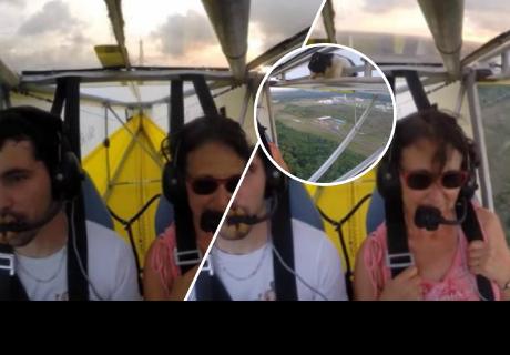 Un gatito infiltrado sorprendió a los pasajeros de una avioneta en pleno vuelo