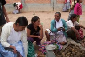 Video: Magaly Solier es ampayada vendiendo verduras en el mercado