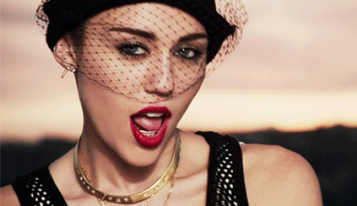 Teen Choice Awards 2013: Miley Cyrus gana como Mejor Canción del Verano