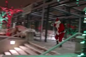 Mira a Papa Noel haciendo parkour como todo un experto - VIDEO