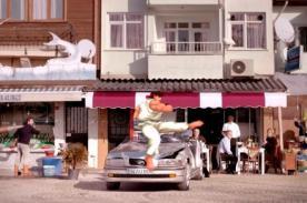 La furia de Ryu contra auto de hombre que no compró seguro - VIDEO
