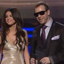 Selena Gomez no está molesta con Donnie Wahlberg por broma de Justin Bieber