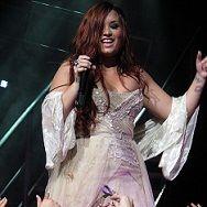 Demi Lovato deslumbró en concierto a pesar de enfermedad
