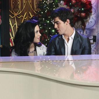 Sonny entre estrellas: Demi Lovato y Joe Jonas lucen románticos en un piano