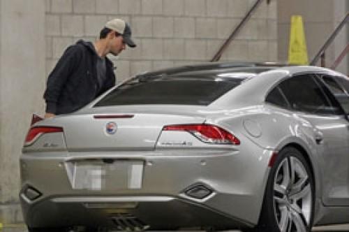 Taylor Lautner consigue lujoso auto igual al de Justin Bieber
