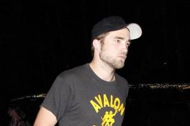 Robert Pattinson lució triste y aburrido en Festival Coachella