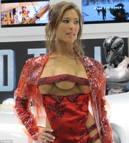 Fotos: Mujer con tres senos enloqueció el Comic-Con