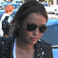 Liam Hemsworth cuida a Miley Cyrus mientras está enferma