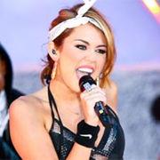 Miley Cyrus compartió una velada de karaoke en familia en Navidad