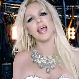 Britney Spears lanza video completo de Hold It Against Me