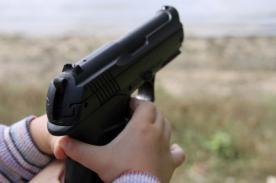 Niño enfrente cargos penales por llevar pistola de juguete al colegio