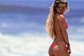 Leslie Shaw sacude la web con tremendo topless - FOTO