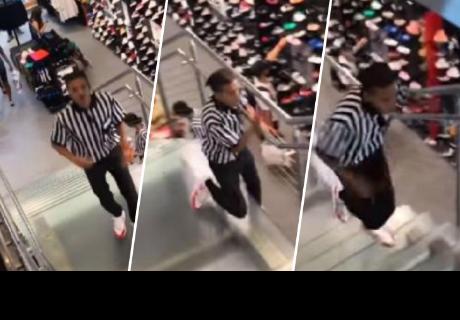 Joven se lleva el susto de su vida cuando decidió bailar en escalera eléctrica