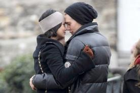 Vanessa Hudgens y Austin Butler en romántica cita en París