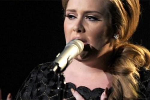 Biografía de Adele revela que la cantante tenía problemas con el alcohol