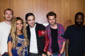 Robert Pattinson posa feliz junto a Beyoncé