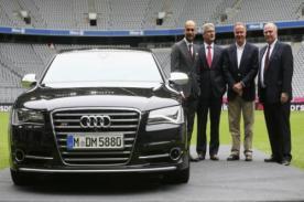 Bayern Munich: Claudio Pizarro y sus compañeros recibieron autos Audi