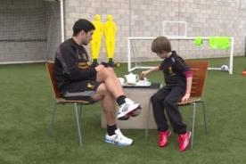 Video: Niño realizar divertida entrevista a Luis Suárez – Liverpool